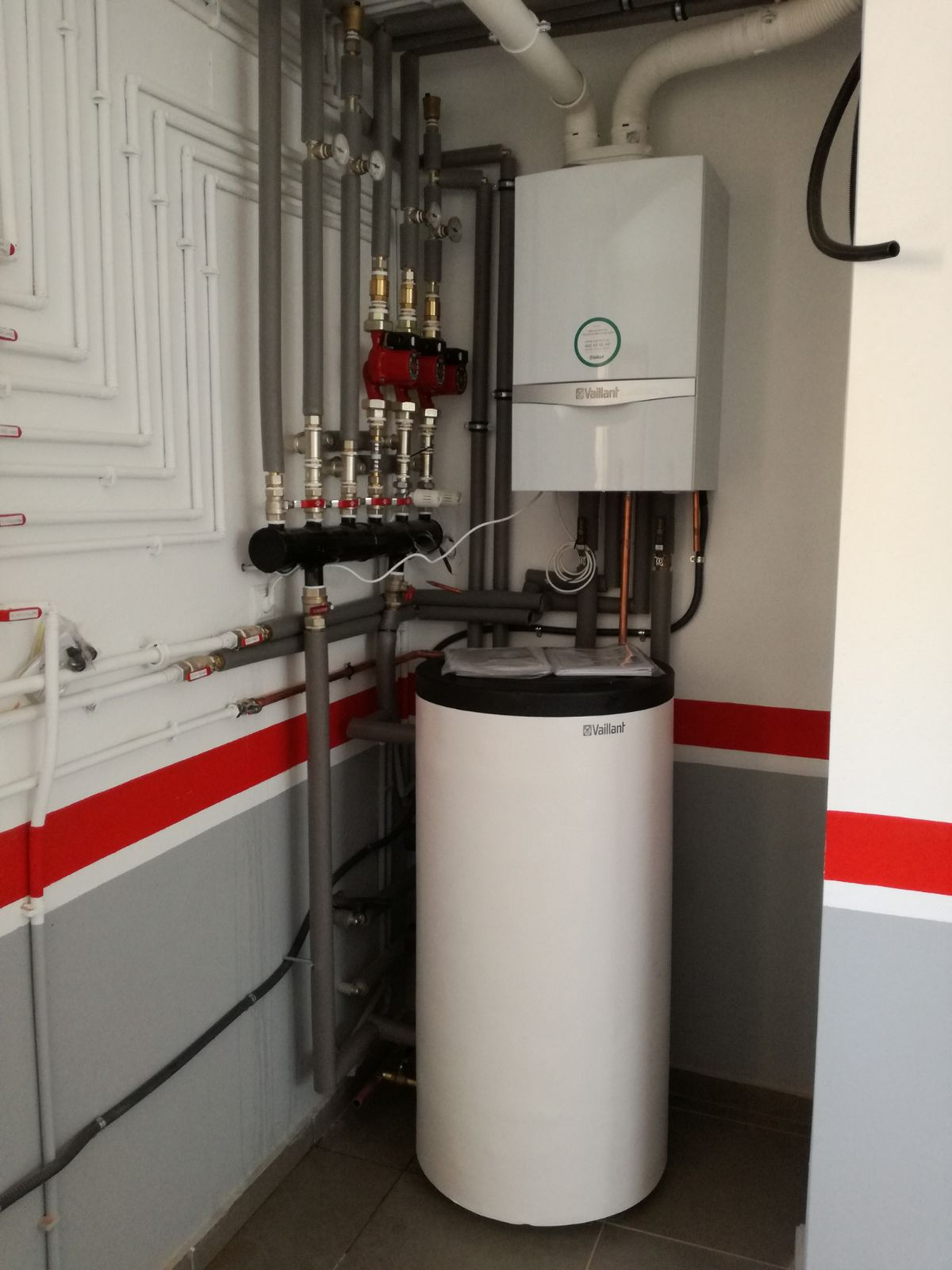 Instalaci n caldera de gas suelo radiante comeal for Caldera para suelo radiante